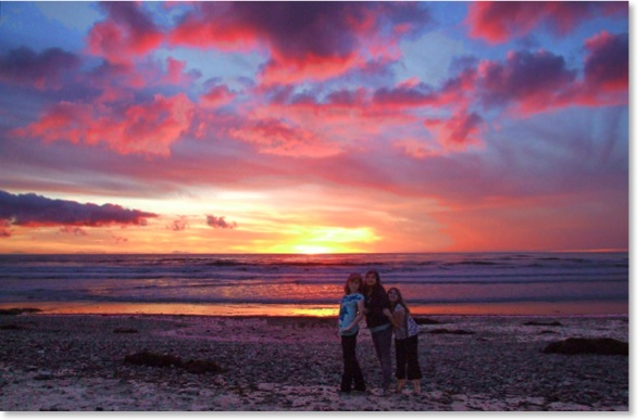 Cardiff Reef Beach Sunset. The Thomas Girls, Perla, Franselica & Casandra, of Encinitas. Photo by Kyle Thomas Encinitas Photographer.
