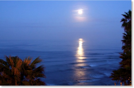 Full Moon Setting at Swamis Beach in Encinitas at 5:00 am on Easter Weekend, March 2008. Photos by Kyle Thomas, Local Encinitas Photographer.